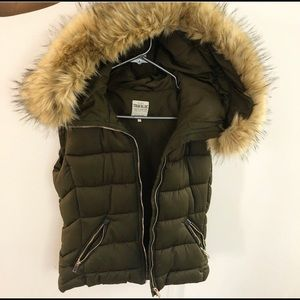 Zara - Khaki/green sleeveless vest